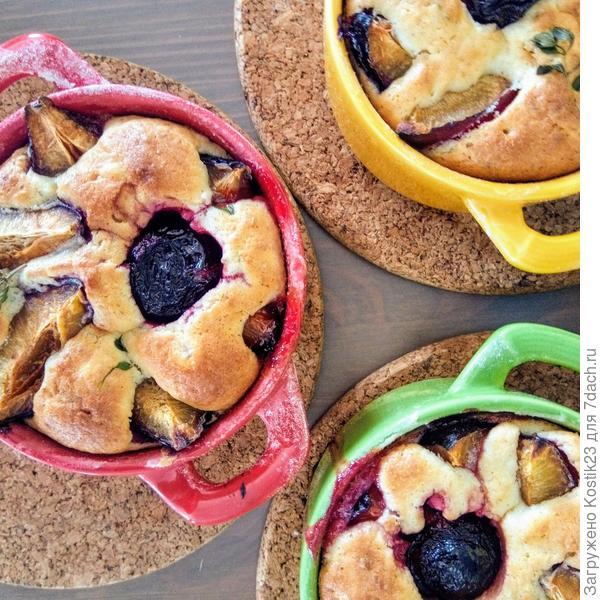 Пряный кекс со сливами и кокосовой стружкой и горячий кофейный шоколад с мятной ноткой