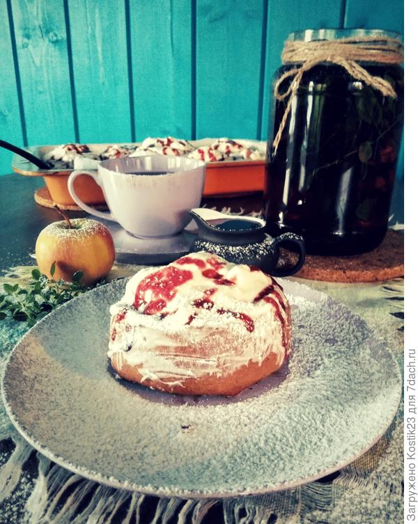 Подавайте булочки Синнабон обязател ьно с соусом из Калины ,поливая им булочки ...Иииии Bon Appetit...