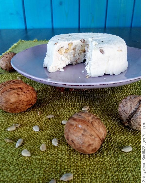 Готовый сыр с орешками...