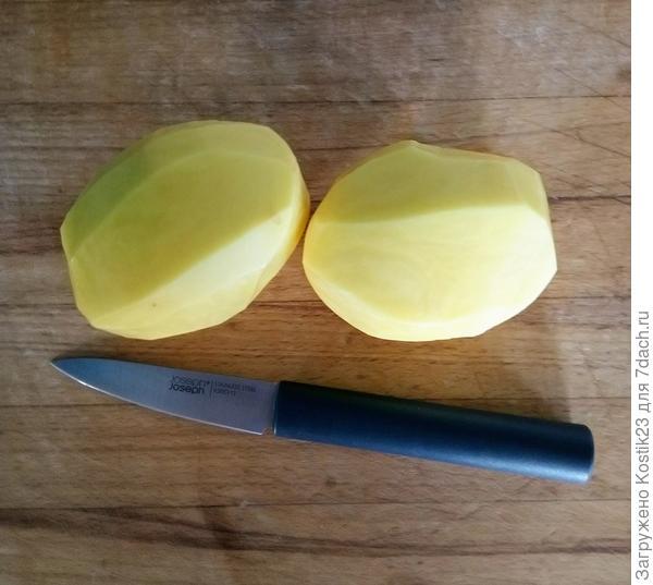 Чистим картофель,для этого нужно острый и небольшой нож...