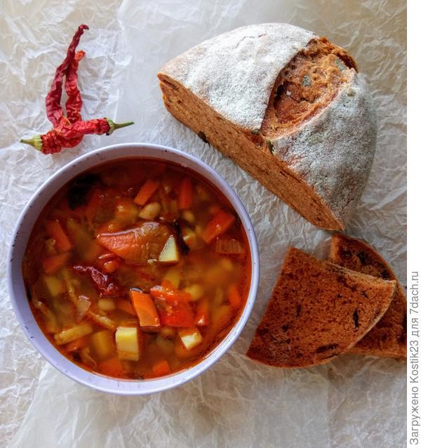 """Разлейте """"Постный суп с запечёными перцами и белой фасолью""""по глубоким тарелкам,нарежьте """"Томатный хлеб с вялеными томатами и свежим базеликом""""... Зовите скорее всех к столу иииии Bon Appetit..."""