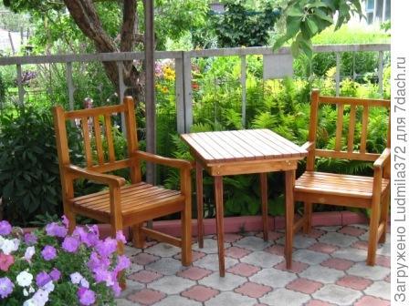 Садовые кресла и столик
