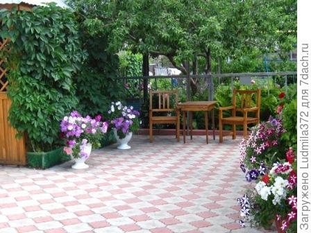 Внутренний дворик:беседка и уголок отдыха