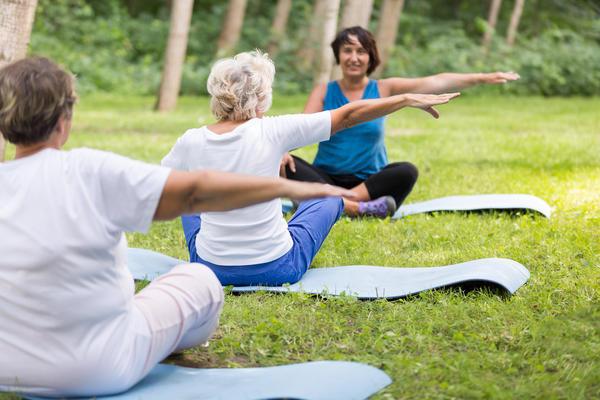Снять психологический дискомфорт в период климакса помогут йога и несложные дыхательные упражнения