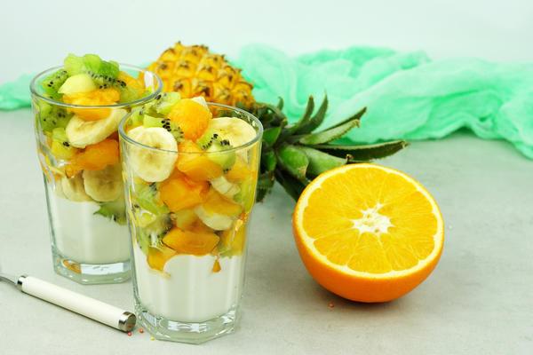 Легкие и вкусные салаты на Новый год: рецепты с фото