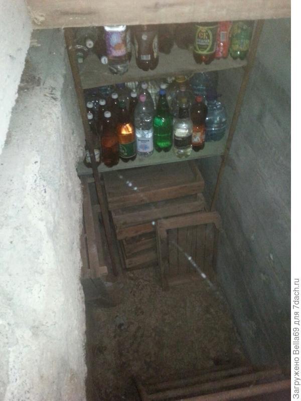 А еще в доме есть небольшой подвал.