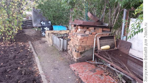 Всю кучу дров с участка вынесли