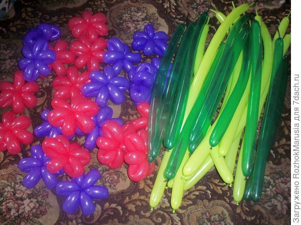 Накрутила цветочков, надула зелёных шаров- стебельков