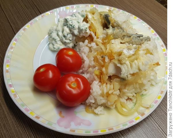 Минтай с рисом и луком