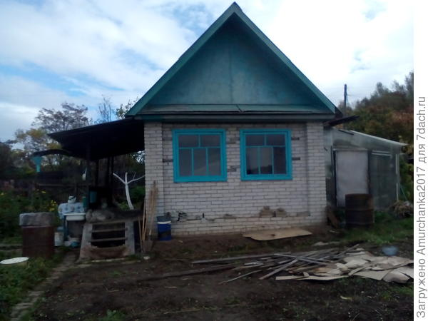 Вид домика с огорода