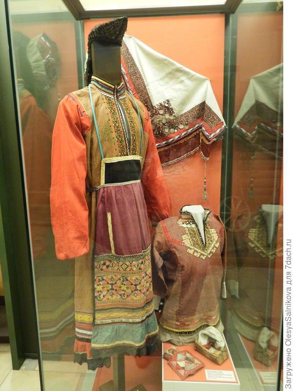 Женский марийский костюм
