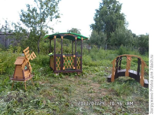 На даче у детей за это лето получился небольшой детский комплекс