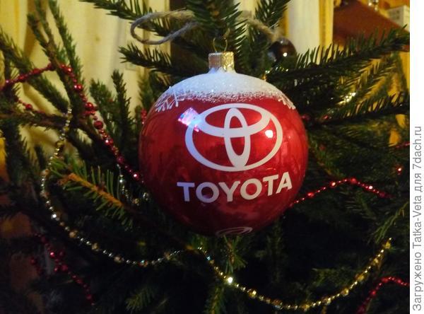Еловые ветки тоже могут быть новогодним украшением дома!