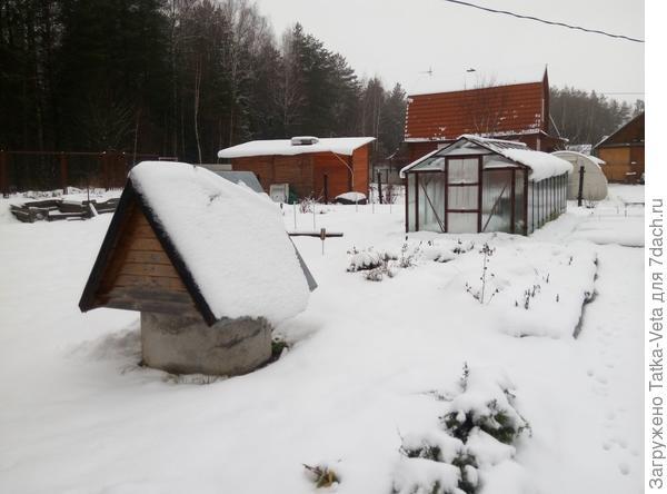 Спит огородик под снежным покрывалом...