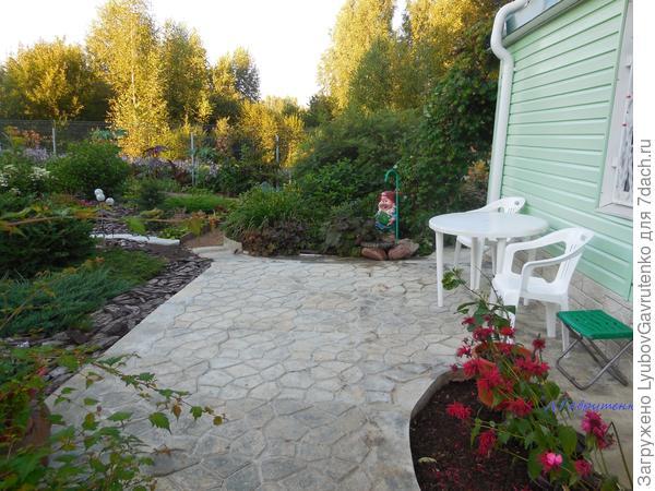 Регулярный стиль в саду хорош именно своей структурностью, оформленностью