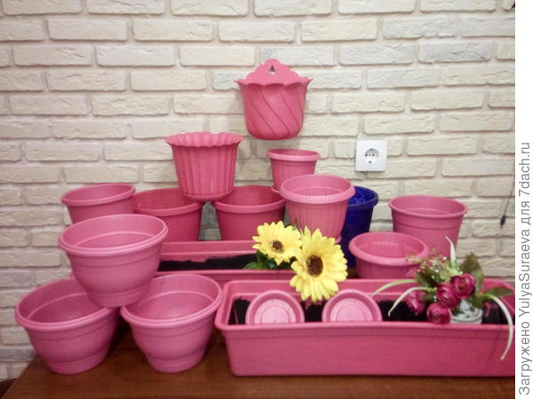 Вот такие розовые горшки для уличной мобильной клумбы у меня получились))