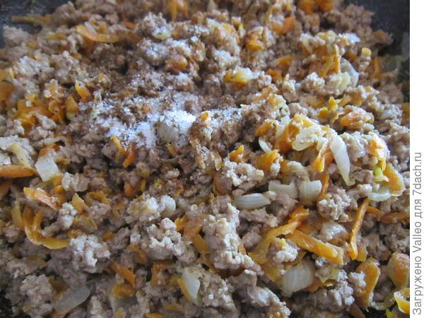 Рулеты из лаваша с фаршем в сметанной заливке - пошаговый рецепт приготовления с фото