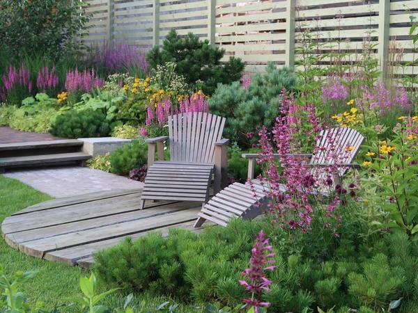 Цветники непрерывной декоративности радуют цветением на протяжении всего садового сезона