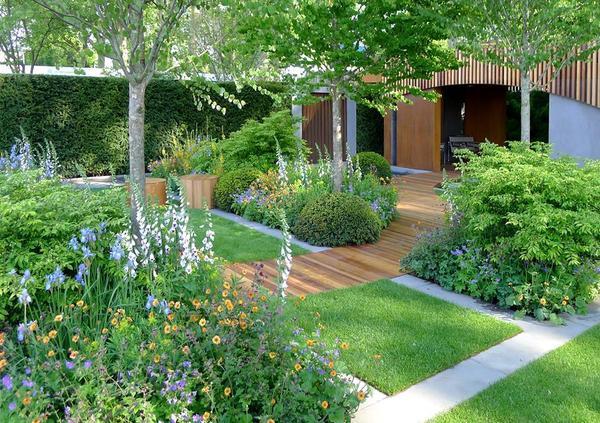 Для миксбордера необходимо подбирать растения, которые обеспечат композиции стабильную декоративность с весны до поздней осени