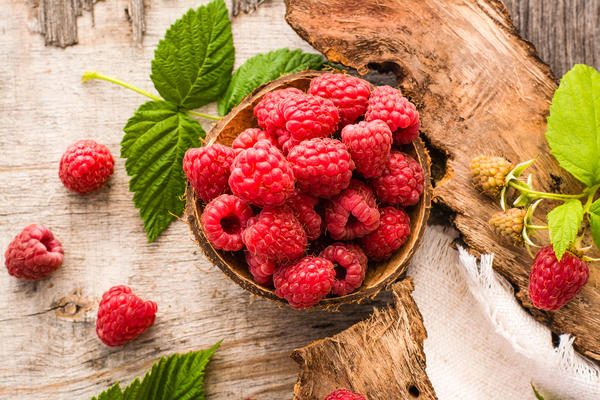 Из свежих ягод малины очень легко получить сок