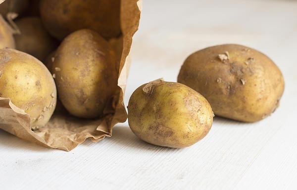 Картофель в квартире лучше сохраняется в мешках из плотной бумаги
