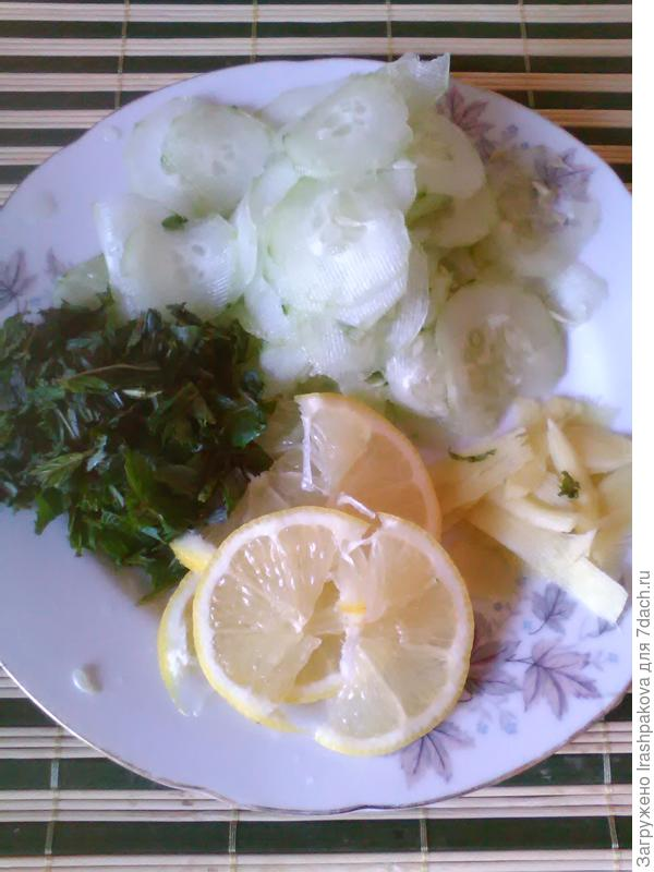 Классический набор продуктов для вода Сасси: огурец, имбирь, лимон и мята