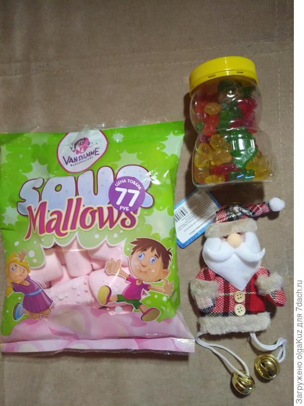 Немного сладостей и декора к Новому году