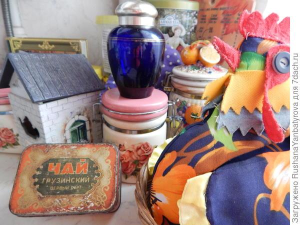 Семейные реликвии в чайном уголке.