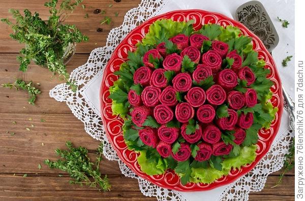 Салат с блинами Букет роз