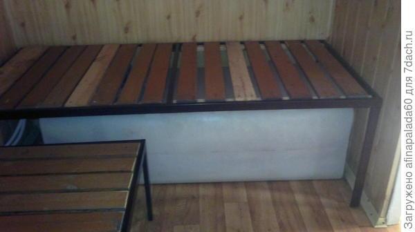 Кровати на 2 этаже дачи.