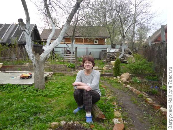 Я в своем садике весной.