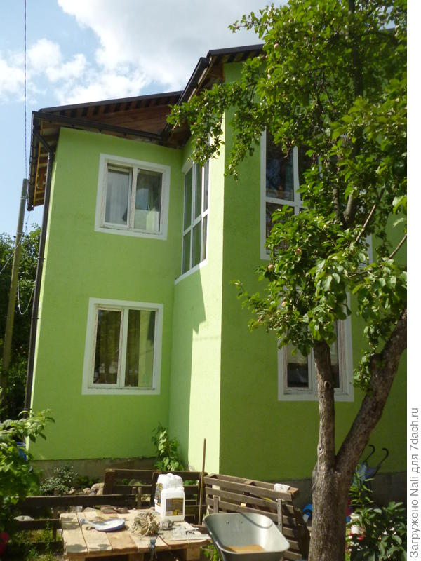 Сейчас дом выглядит вот так. Внешнюю отделку мы сделали только через 4 года.