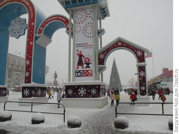 Центральный вход на площадь Ленина