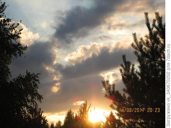 На закате дня собирается гроза.