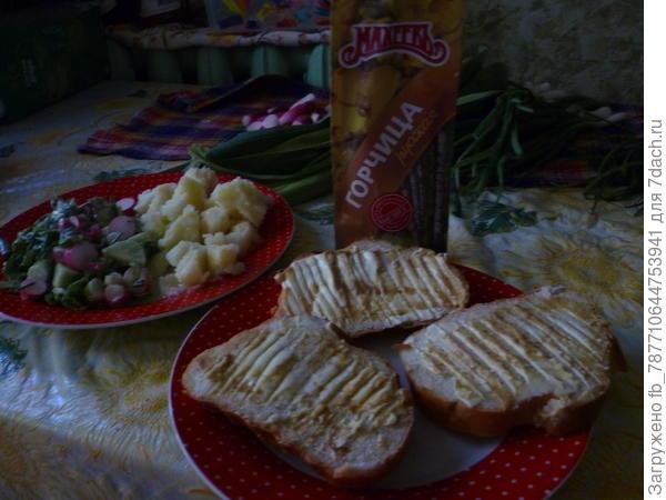 -Махеевъ -горчицу да на хлеб с маслом