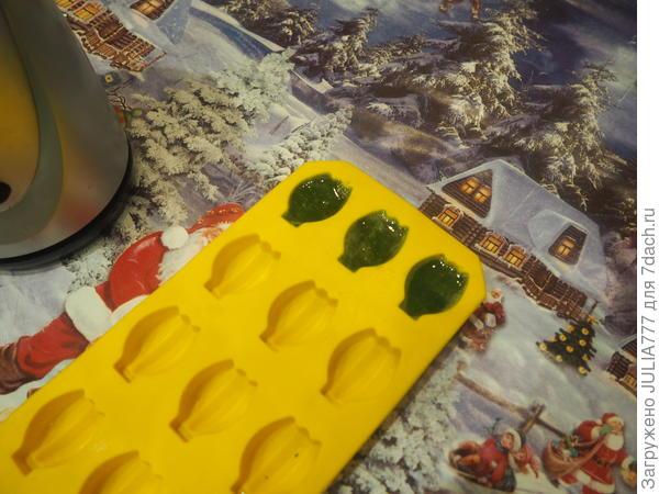Удобно в формочках для льда или конфет