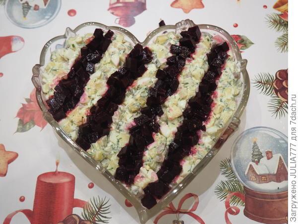 Салат с сельдью и маринованной свеклой; С любовью; пошаговый рецепт приготовления с фото