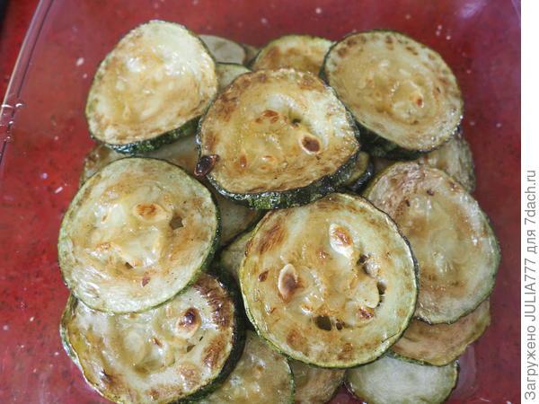 Кабачки, запеченные в духовке со сметаной, чесноком и зеленью. Пошаговый рецепт приготовления закуски с фото