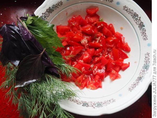 Кабачковый рулет с начинкой из сыра и пряных помидоров. Пошаговый рецепт с фотографиями