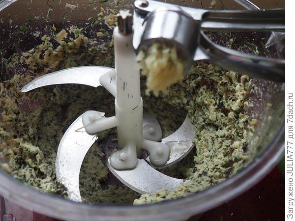 Гренки с домашним паштетом из куриной грудки и кале. Пошаговый рецепт с фото