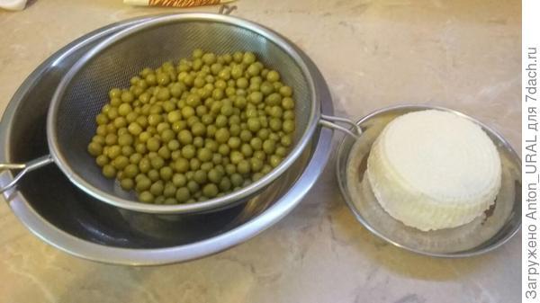 Зелёный горошек и адыгейский сыр