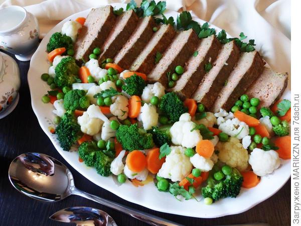 Печеночное суфле можно подать с овощным гарниром