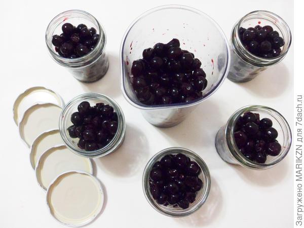 Вишня в собственном соку - пошаговый рецепт приготовления с фото