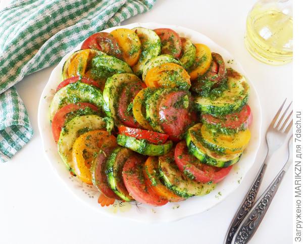 Кабачки с помидорами, чесноком и зеленью. Пошаговый рецепт с фото
