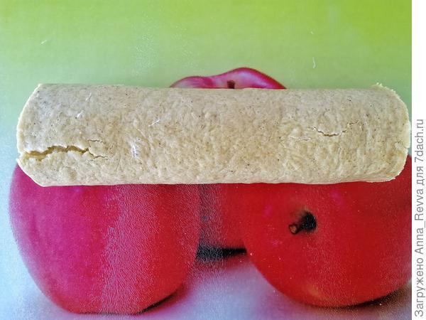 Кабачковый ароматный рулет с нежной творожной начинкой с чесноком, огурцом, петрушкой и мятой
