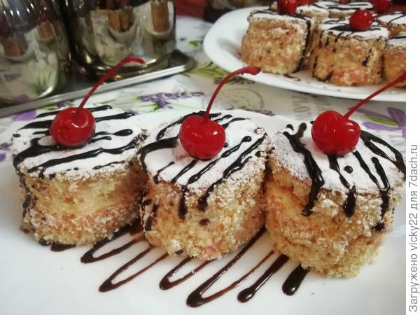 """Бисквитные пирожные с творожным кремом """"Шантильи"""""""