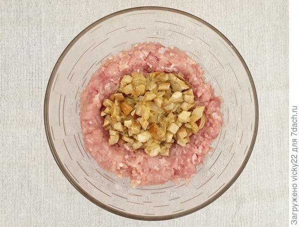 Пельмени с курицей и белыми грибами - пошаговый рецепт приготовления с фото