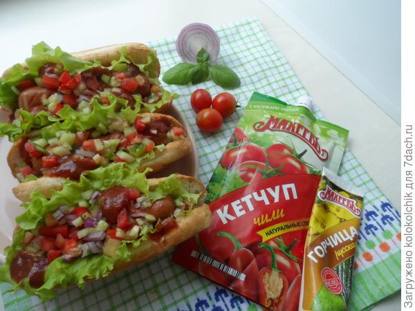 Хот-доги с кетчупом и горчицей Махеевъ