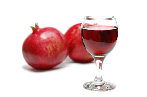 Гранатовый и вишневый соки похожи на красное вино. Никто и не заметит подмены!