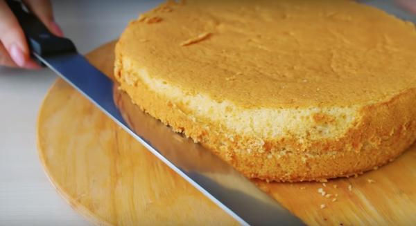 Шифоновый бисквит подходит для самых разных тортов